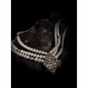 Women's necklace with 3 rows of pearls jewelry