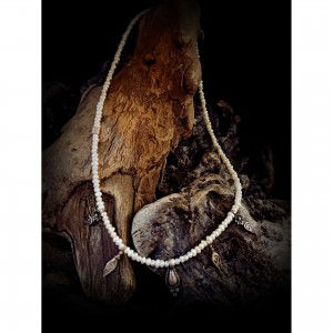 "Women's necklace ""pearl lines"" jewelry"