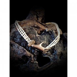 Women's silver necklace with pearls