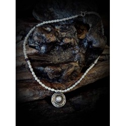 Pearl necklace - with center