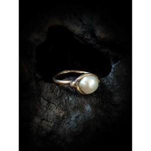 Gold ring with pearl jewelry