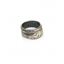 Oxidized hammered ring
